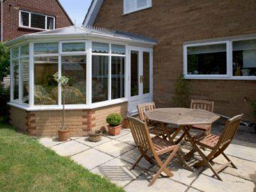 BDV Windows terras, tuintafel, tuinstoelen en veranda